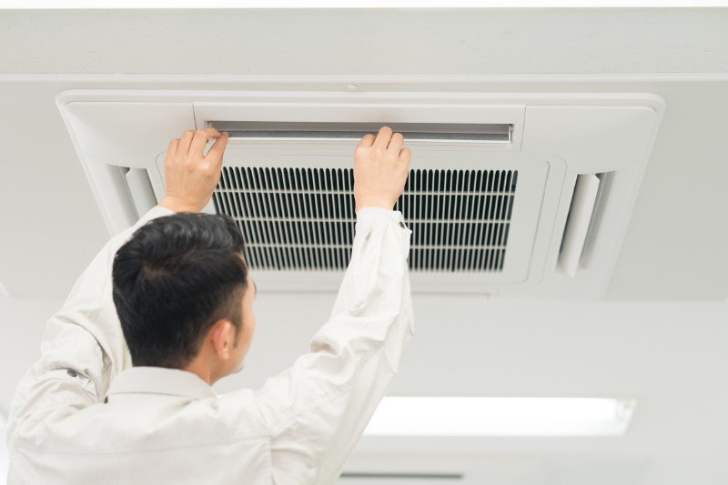 天井据え付けエアコン工事